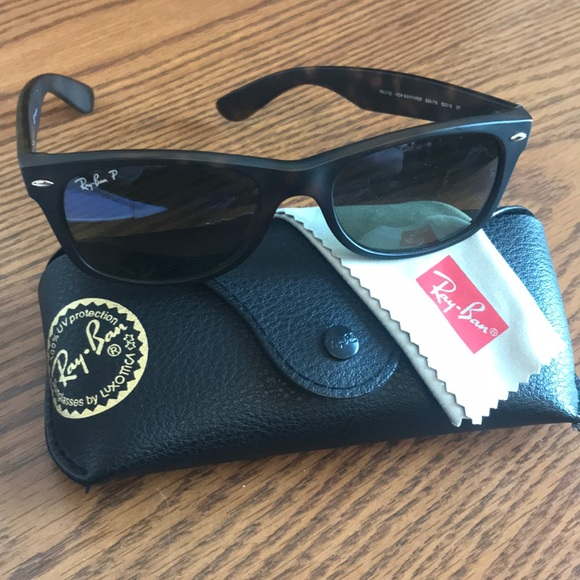 dfbd266cc66b3 Polarized Ray Ban New Wayfarer Sunglasses. M 5addfc90a6e3eaeb64739cf8